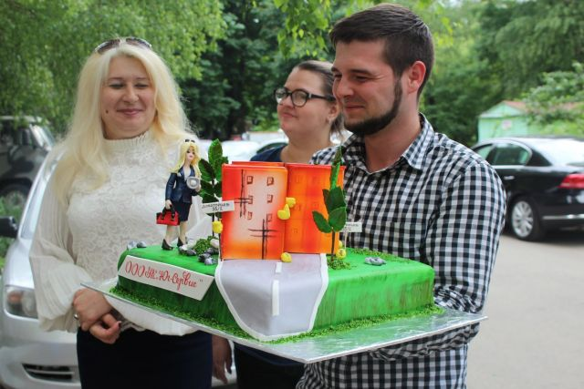 В День соседей ставропольская многоэтажка получила подарок — новую детскую площадку