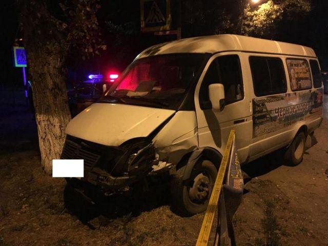 На Ставрополье столкнулись пассажирская «ГАЗель» и легковой автомобиль