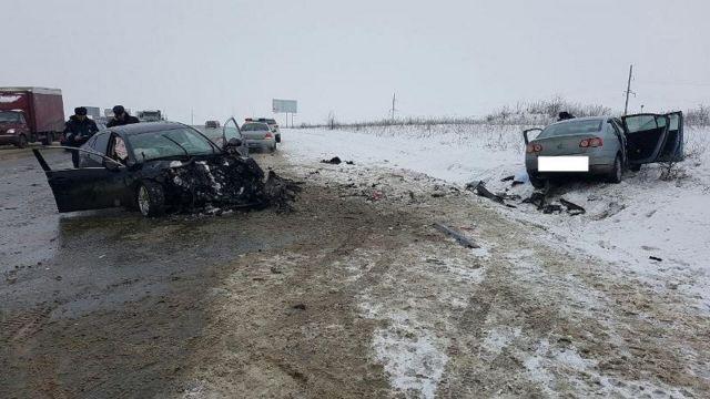 Вблизи Ставрополя в ДТП погиб водитель, второй ранен