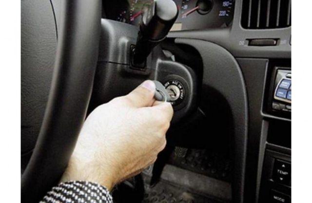 На Ставрополье мужчина угнал автомобиль, протаранив на нем ворота