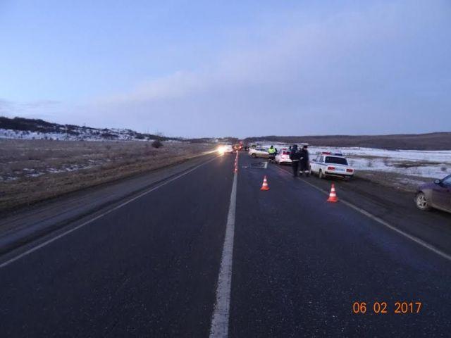 В Георгиевском районе водитель легковушки столкнулся с тремя автомобилями, есть погибший