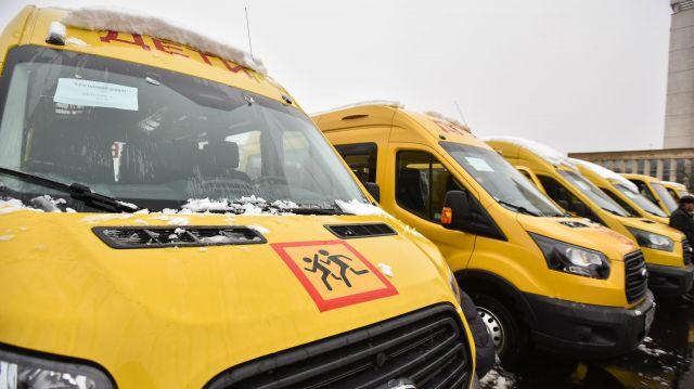 На Ставрополье сельским школам подарили 54 микроавтобуса
