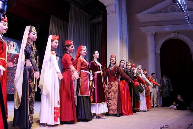 Дефиле национальных костюмов украсило фестиваль армянской культуры в Ставрополе