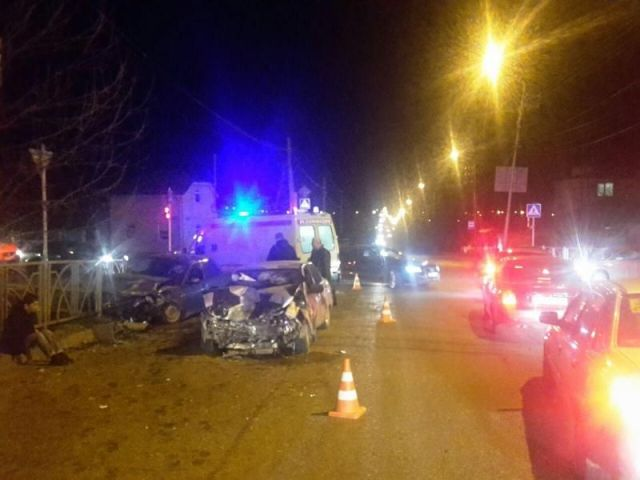 В Ставрополе столкнулись две легковушки, пострадали два человека