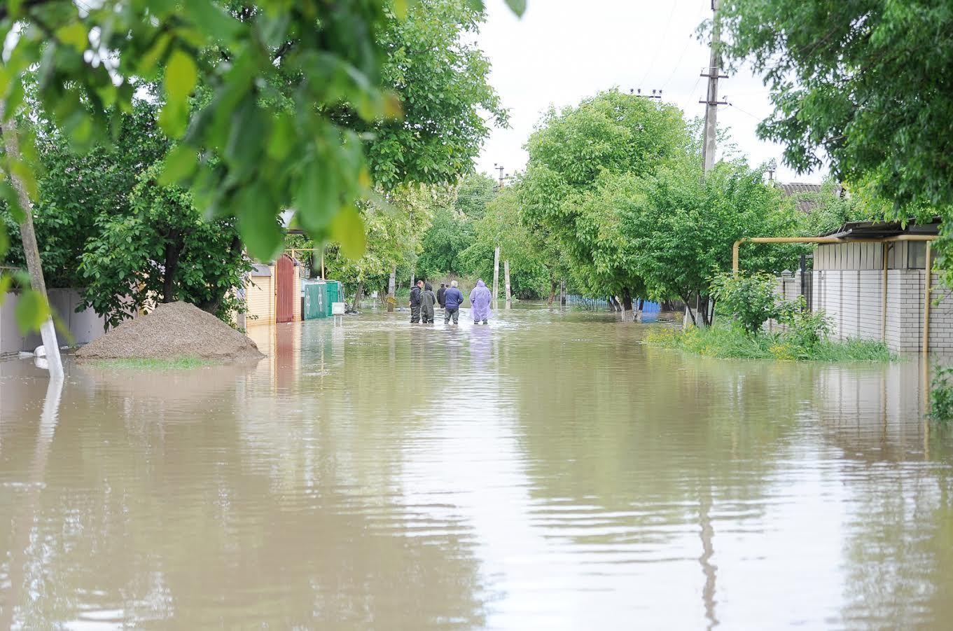 В результате продолжительных ливней на территории Ставрополья подтоплены сотни домов и более тысячи придворовых территорий