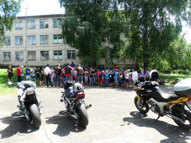 Байкеры и автоинспекторы проводят мастер-классы для ставропольских детей