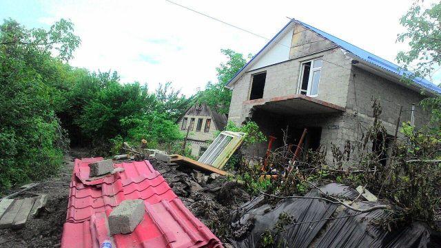 В Ставрополе из-за оползней полностью разрушены два дома, эвакуировано 5 семей