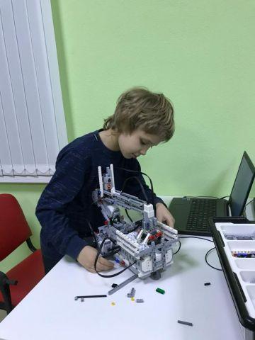 Школьник из Железноводска придумал робота-уборщика
