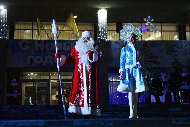 В Ставрополе зажгли главную Детскую ёлку города