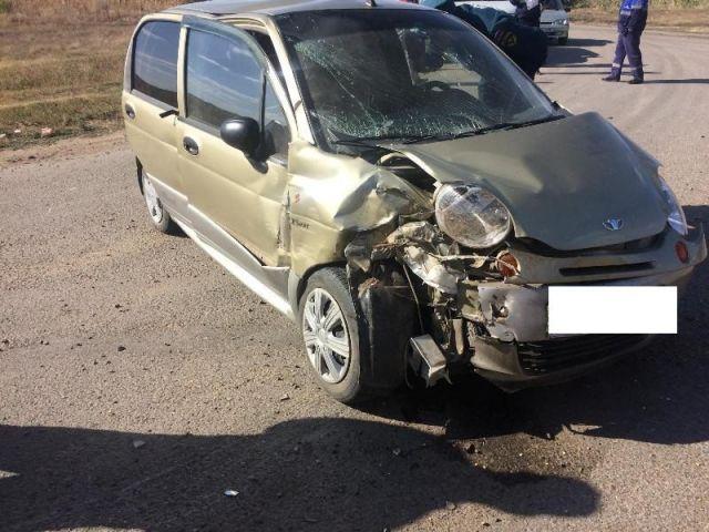На Ставрополье легковушка врезалась в грузовик, пострадали четыре человека