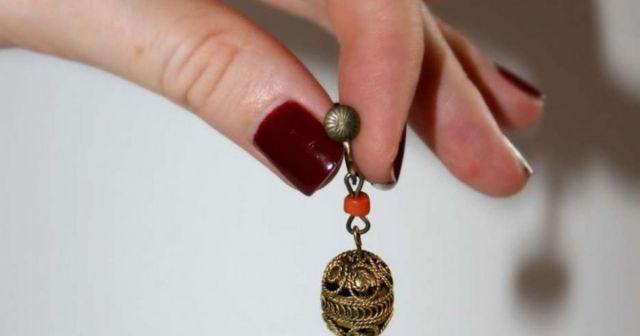 На Ставрополье 22-летняя уборщица морга сняла с ушей покойной золотые серьги и сдала их в магазин