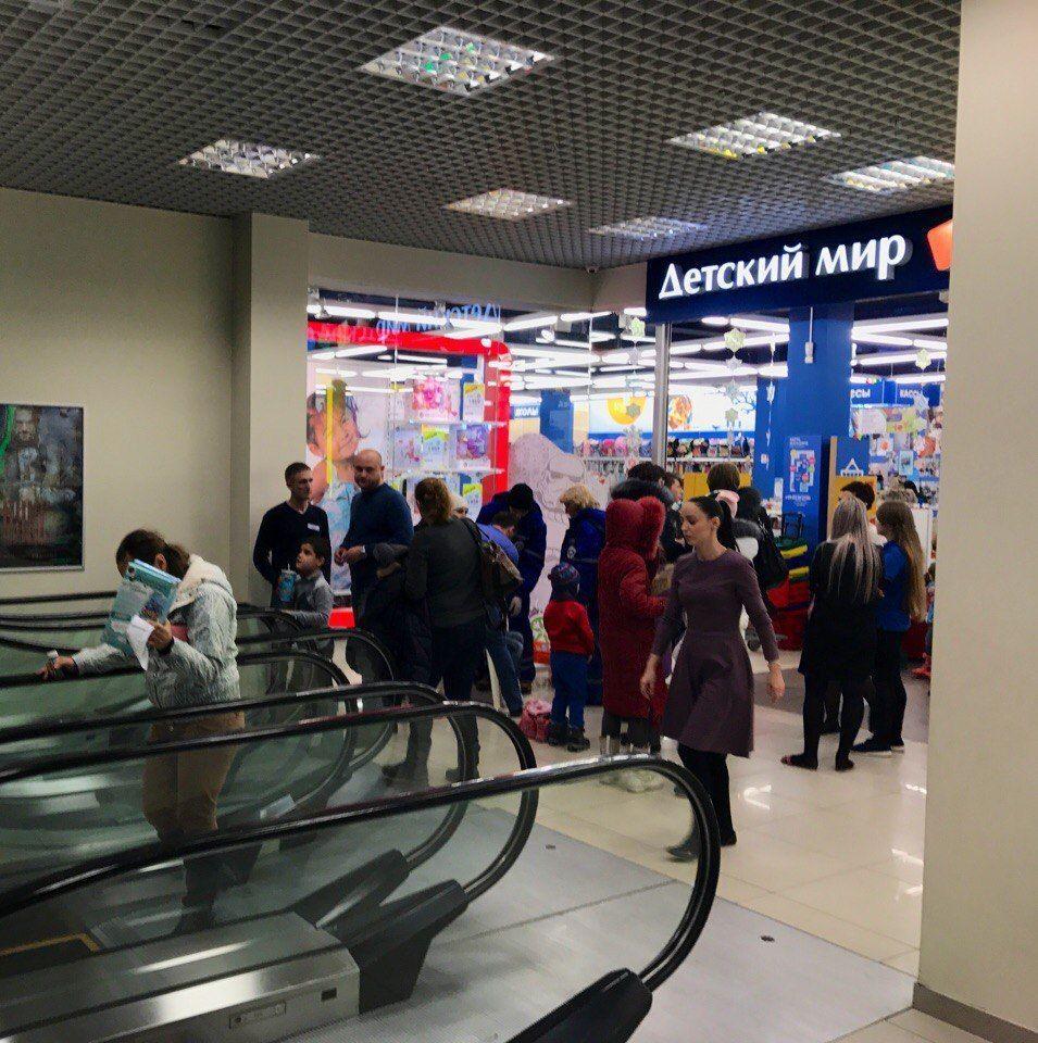 Появилось видео массового падения детей сэскалатора вСтаврополе