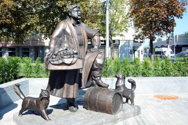 В Ставрополе открыли памятник купцу-основателю города