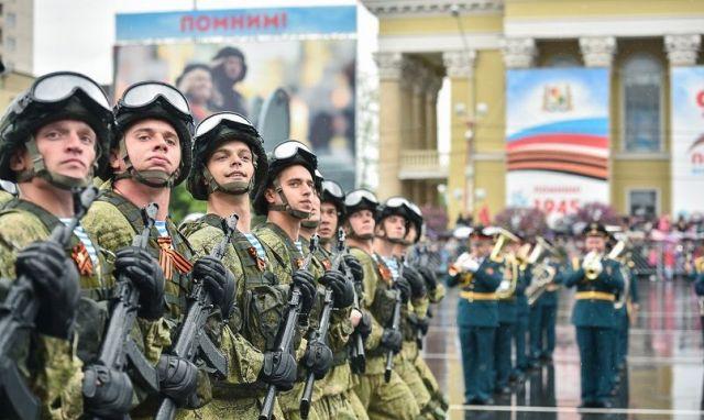 На Параде Победы в Ставрополе выступили свыше 1400 военнослужащих