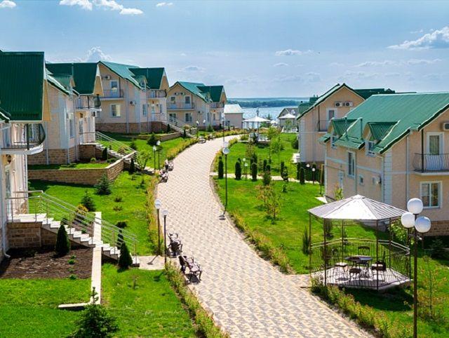 Гостиничный комплекс «Золотые пески» приглашает провести каникулы всей семьей