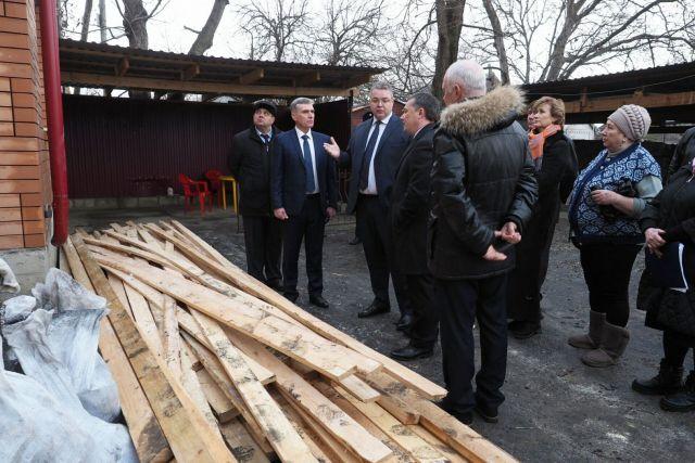 Губернатор осмотрел пострадавший от пожара дом в Пятигорске