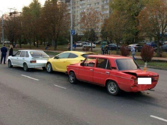 В Ставрополе неопытный водитель «шестерки» стал виновником тройного ДТП