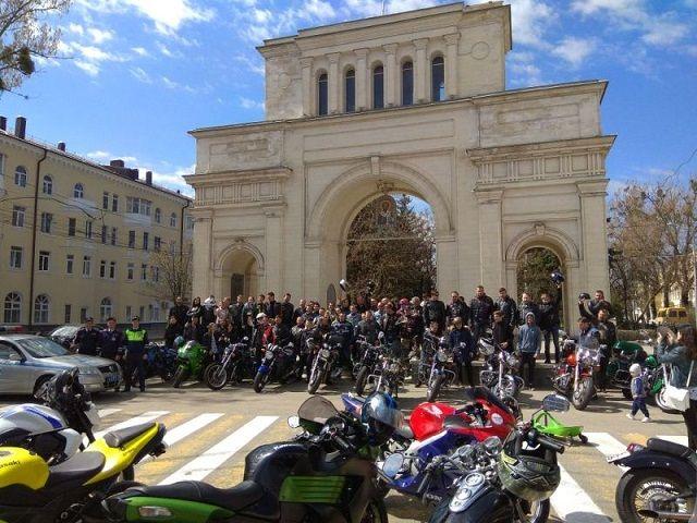 Более ста ставропольских мотоциклистов приняли участие в мотопробеге «За безопасность вместе!»