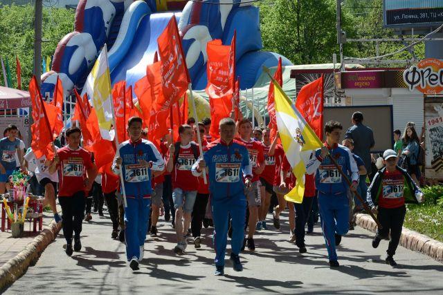 Более 3000 ставропольцев пронесли Знамя Победы по улицам Ставрополя