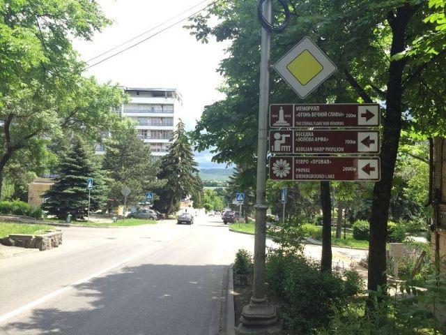 У достопримечательностей в Пятигорске устанавливают указатели для туристов