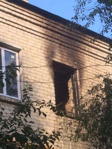 В Невинномысске пожарные спасли из горящего дома 18 человек