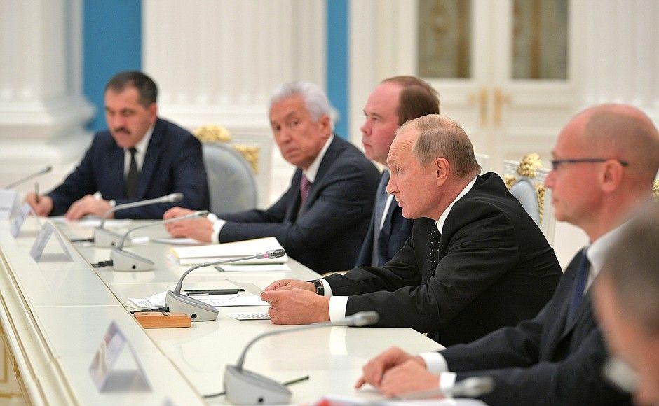 Путин призвал губернаторов создать социальные лифты с использованием механизмов конкурса «Лидеры России»