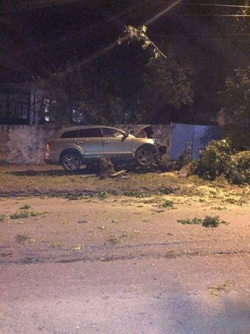 В Кисловодске водитель внедорожника скрылся с места ДТП, оставив автомобиль