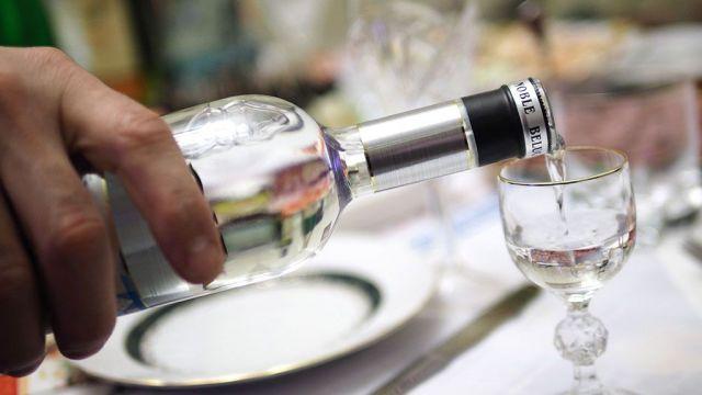 Минфин может изменить минимальные цены на водку, коньяк и шампанское