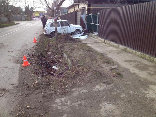 На Ставрополье водитель легковушки съехал с дороги и сбил нетрезвого пешехода