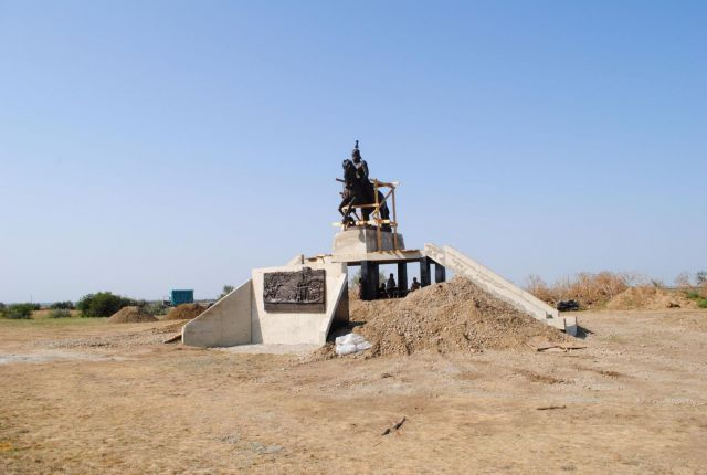 На Ставрополье установили бронзовый памятник атаману Матвею Платову