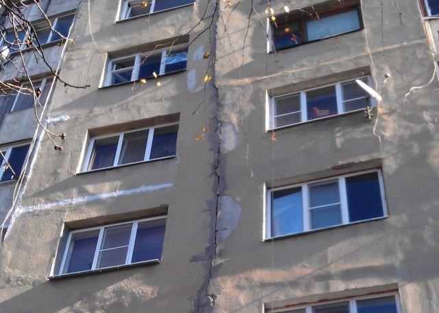 В Пятигорске управляющей компании придётся устранить трещину в фасаде дома