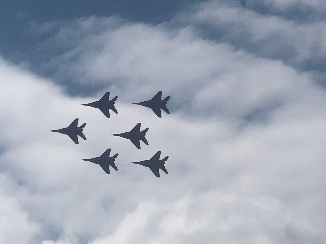 Грандиозное авиашоу в небе над Железноводском показали летчики лучшей пилотажной группы России