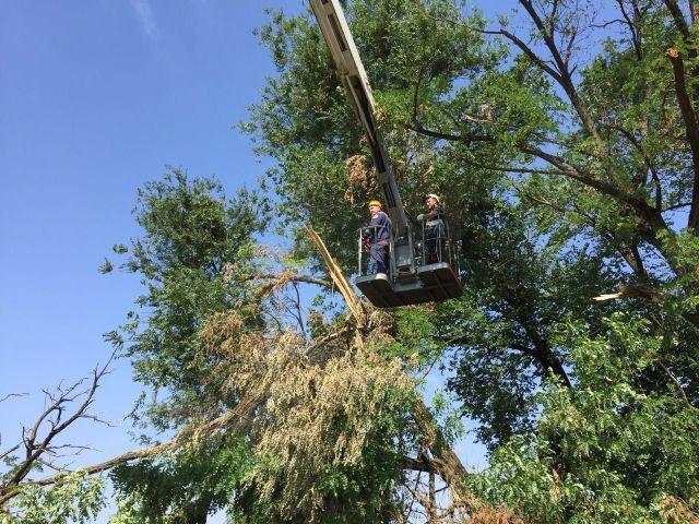 В Зеленокумске продолжается ликвидация последствий урагана