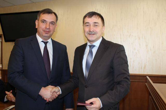 Новые судьи на Ставрополье получили служебные удостоверения