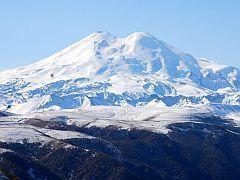 Спасатели покорили вершину Эльбруса и спасли альпиниста