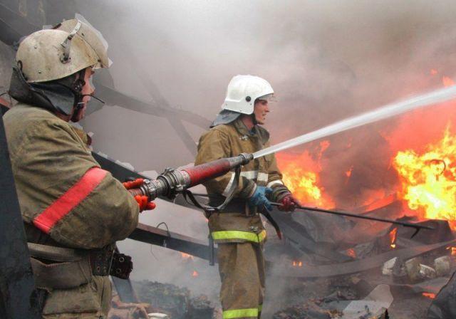 Появилось видео с места тушения пожара на складе лакокрасочных материалов в Минводах