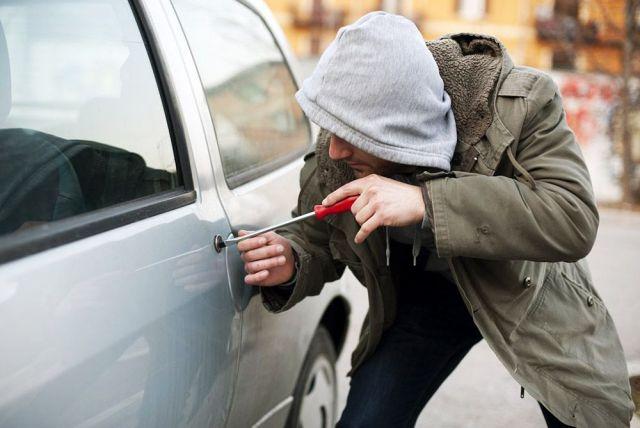 В Невинномысске житель Ставрополья три раза пытался угнать автомобиль