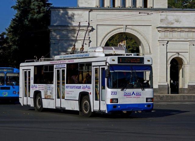 В троллейбусах Ставрополя пассажиры теперь оплачивают проезд при входе