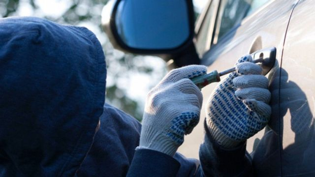 В Георгиевске двое мужчин угнали автомобиль