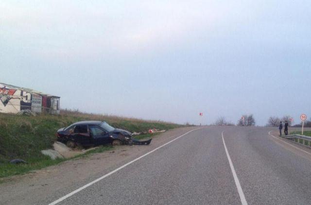 На Ставрополье легковушка перевернулась и врезалась в дерево, есть пострадавшие
