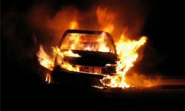 В Кисловодске предположительно из-за салюта загорелся автомобиль