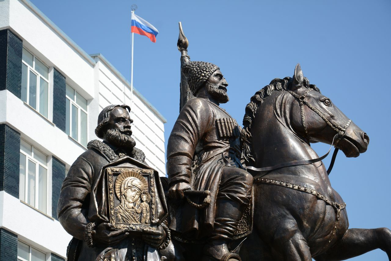 В Ставрополе установили бронзовый памятник хопёрским казакам