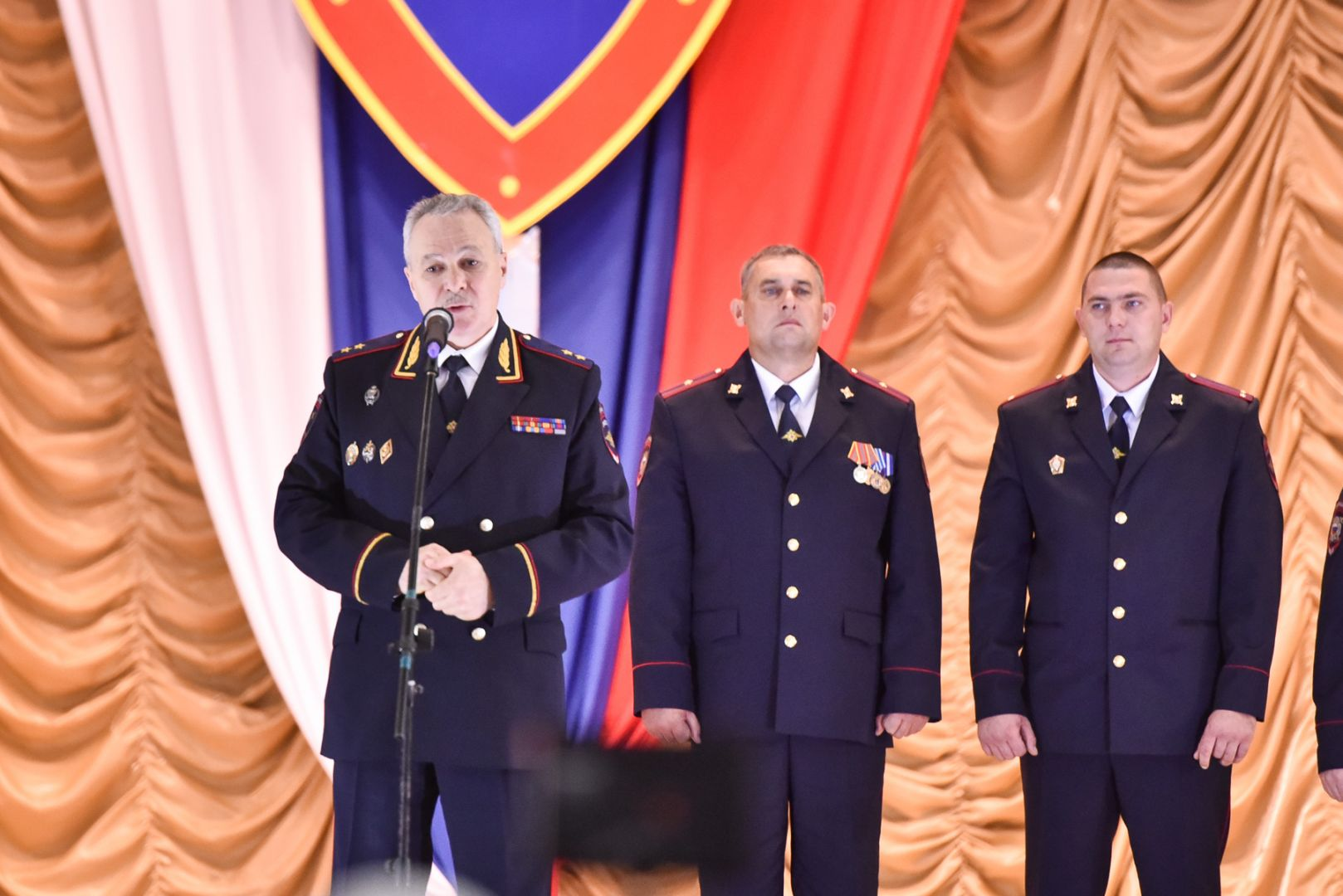 Запроявленный при нападении преступников наНовоселицкий РОВД героизм наградили полицейских Ставрополья