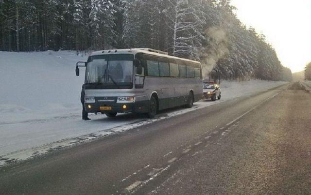 В Ставропольском крае на трассе сломался рейсовый автобус