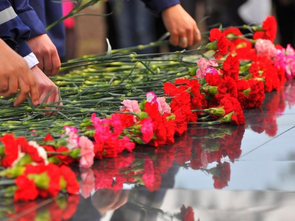 В Пятигорске суд не стал наказывать активистов КПРФ, возложивших цветы в день рождения Сталина