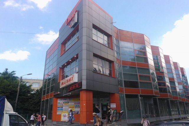«Визуальный мусор» исчезает с фасадов зданий в Ставрополе