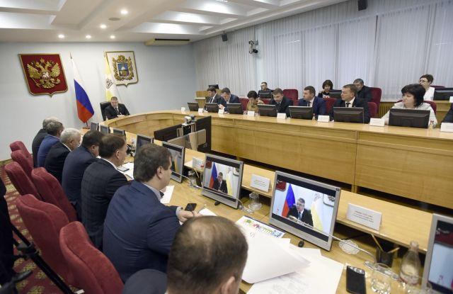 Губернатор дал поручения правительству Ставрополья по итогам «Прямой линии»
