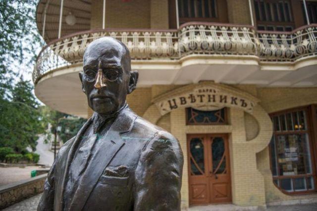В Пятигорске ищут вандалов, повредивших бронзовую скульптуру Кисы Воробьянинова