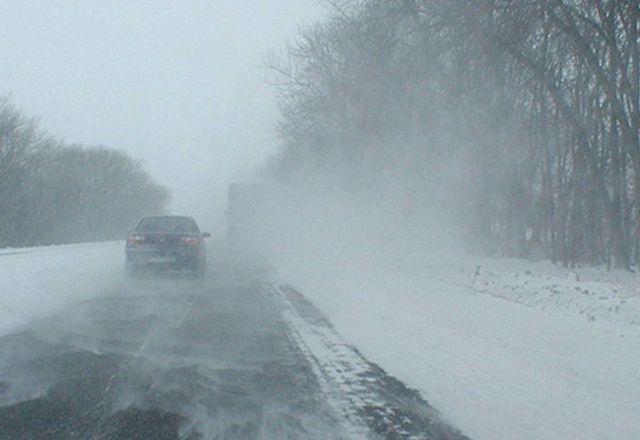 На нескольких автодорогах Ставропольского края из-за непогоды введено ограничение движения транспорта