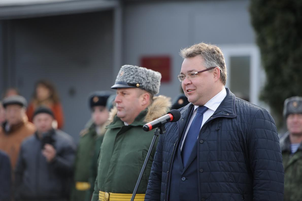 Военнослужащих вИзобильненском районе наградил руководитель Ставрополья